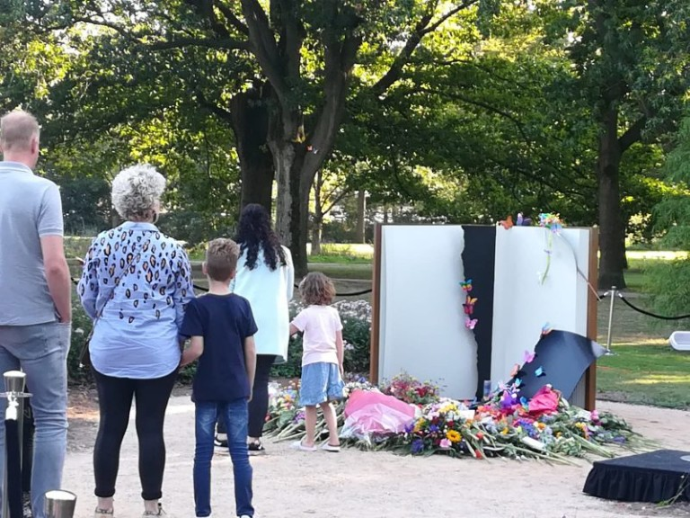 Stint-drama Oss herdacht met 'Vlinderboek' monument